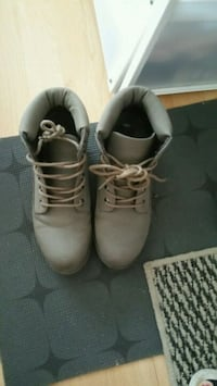 pair of white leather work boots West Drayton, UB7 8BF