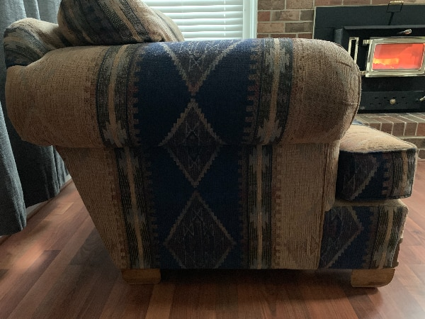 Comfy living room chairs!! Best offer!