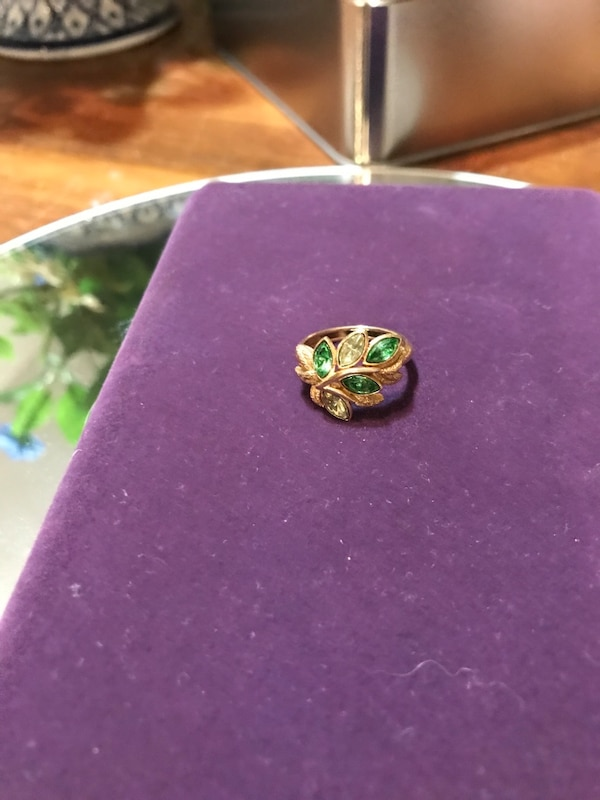 Pretty!! Gold Avon Ring with Green Stones 2