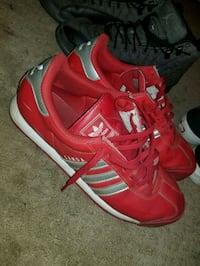 pair of red-and-black adidas sneakers Peoria, 61605
