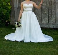 Satin Wedding Dress with pockets! Langley, V2Z 2Z7