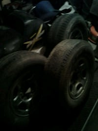 3 6 bolt rims with rubber 265 75 r 17  3160 km