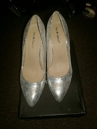 women's silver-colored Fris company leather flats