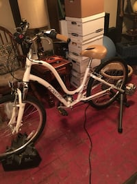 "Electra Townie 21D Step-Through Woman's Bike, excellent like new condition! 26"" with 21 gears, comfort seat and aluminum frame, selling new for $560, just in time for Summer riding! Warren, 48089"