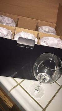 two clear glass bowls with box Bakersfield, 93311