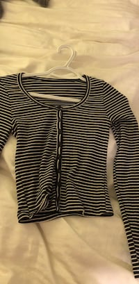 women's black and white stripes long-sleeved top