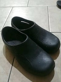 Non-slip kitchen shoes size 9.5 Vancouver, V5X 1R8