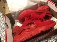 Pair of red nike huarache shoes with box New York, 11420