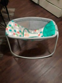 baby's white and green bouncer Macon, 31201