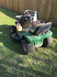 Green and black ride on mower Beaumont, 77706