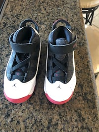 Kids sneakers size 10  Hyattsville, 20785