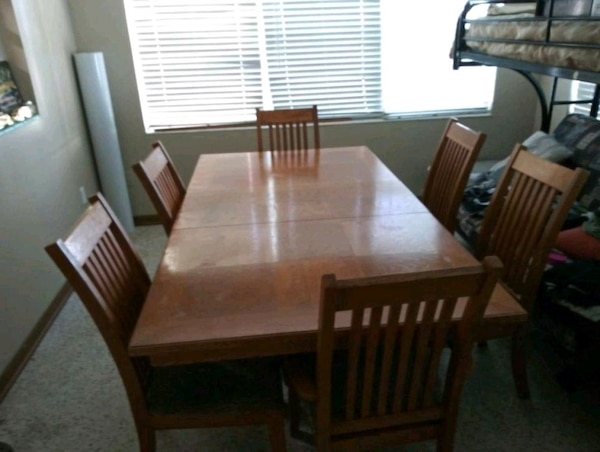 Table with 6 chairs with cushion