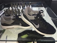 Pair of black-and-white nike sneakers Ottawa, K4A 4L6