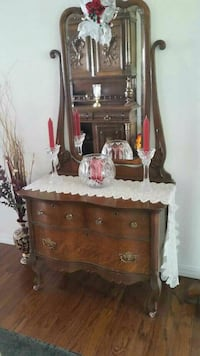 Oak Commode with beveled mirror . Lamar, 72846