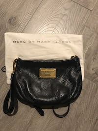 black leather Michael Kors crossbody bag Coquitlam, V3B 0M8