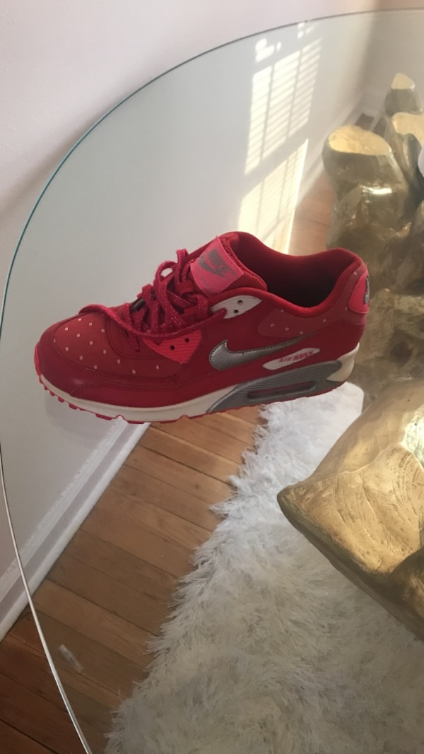 5ec365317d7 Used unpaired of red Nike Air Max low tops for sale in Dumont - letgo