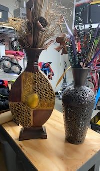 2 Vasel with dried flowers