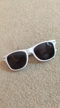 white framed Ray-Ban wayfarer sunglasses Aldie, 20105
