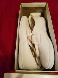 Tennis shoes size 7 1/2 small  Houston, 77076