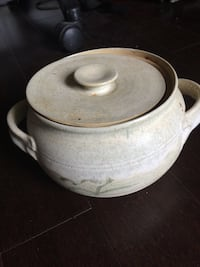 Round white clay pot with lid Toronto