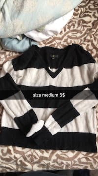 white and black v-neck sweater Kingston, K7M 2Y8