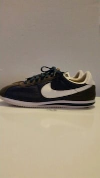 unpaired black and white Nike low top sneaker Lancaster, 93535