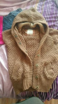 brown knitted button-up cardigan Montréal, H2W 2M7