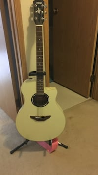 Yamaha APX600 acoustic electric vintage white guitar North Vancouver, V7P 3K4