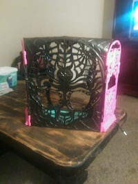 black and pink monster high doll stage  Watertown, 13601