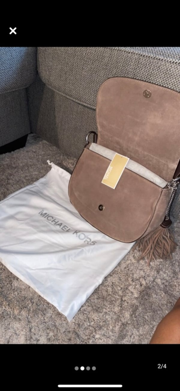Michael Kors Elyse Large Saddle Bag c579549b-e3fb-4308-bbe6-1fc5edf9ae41