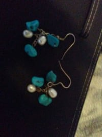 pair of teal beaded earrings Victoria, V9A