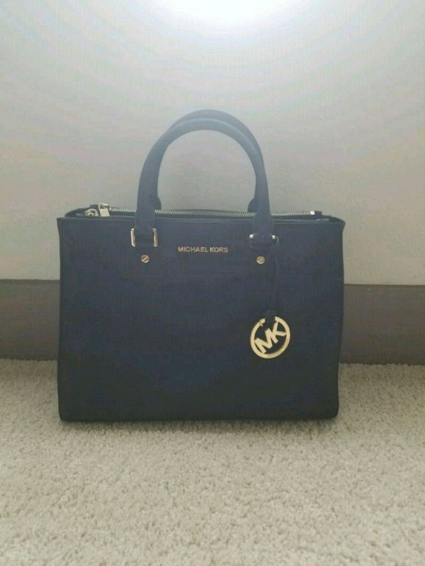 abf8afdadbd3e5 Used Michael Kors Bag for sale in Richardson - letgo