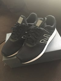 pair of black Nike running shoes with box Oxnard, 93033
