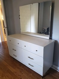 Solid wood refinished dressing table Brampton, L6S 2S1