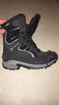 Colombia winter boots water proof used 1 winter a few times look brand new  Milton, L9T 0E1