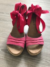 Pair of red espadrille wedges- 8.5 null
