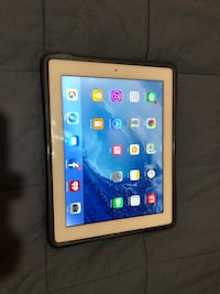 iPad 4th gen with Retna Display, 32gb, cellular. Plus Otter box case  Chicago, 60618