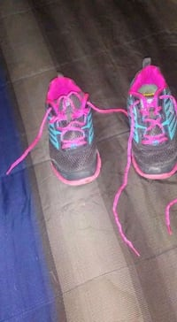 pair of black-and-pink running shoes Elizabethton, 37643