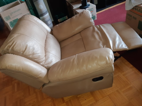 Couches 2 seater and a single 40e7fe46-1305-4c3a-bfe9-34ea03e86581