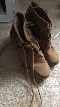 Pair of brown leather boots Greensboro, 27410