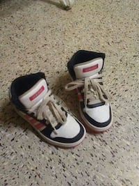 pair of white-and-black Nike basketball shoes Girard, 44420