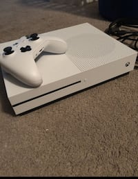 white Xbox One console with controller Washington, 20019