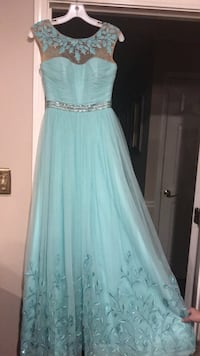 Sherri Hill gown, size 0, mint green with beautiful embroidery  Dublin, 31021
