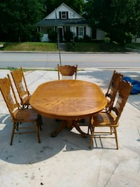 round brown wooden table with four chairs dining set Gainesville, 30504