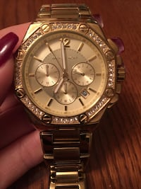 michael kors gold watch in great condition Vancouver, V5X 1H2