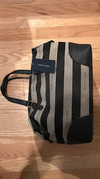 Brand new tommy hilfiger purse
