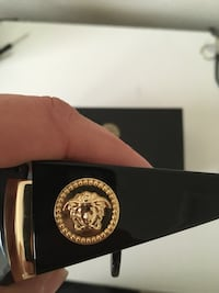 Authentic Versace nobody sells them anymore  Aldie, 20105