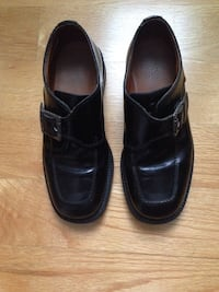 Boys size 33 black dress shoes which is Size US 2 or Size UK 1 Toronto, M8Z 3Z7