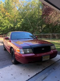 2001 Ford Crown Victoria Mount Royal