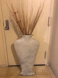 "35"" tall slim body shaped vase check out my other items on this page message me if you interested pick up in Gaithersburg md 20877 Gaithersburg, 20877"